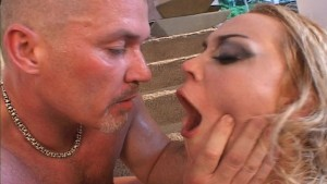 Blondie's lover wants to taste his own cum